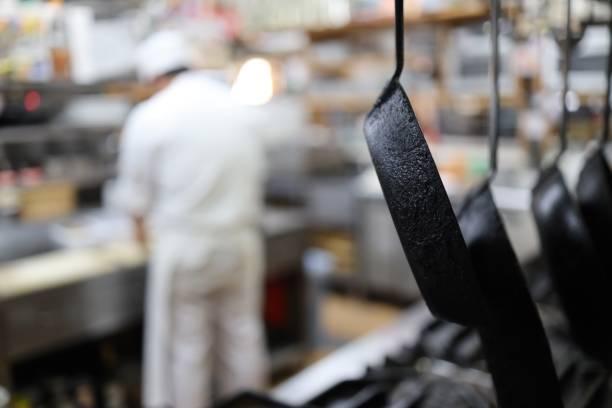 廚師在廚房準備義大利面圖像檔
