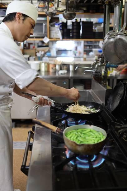廚師在廚房準備蔬菜圖像檔