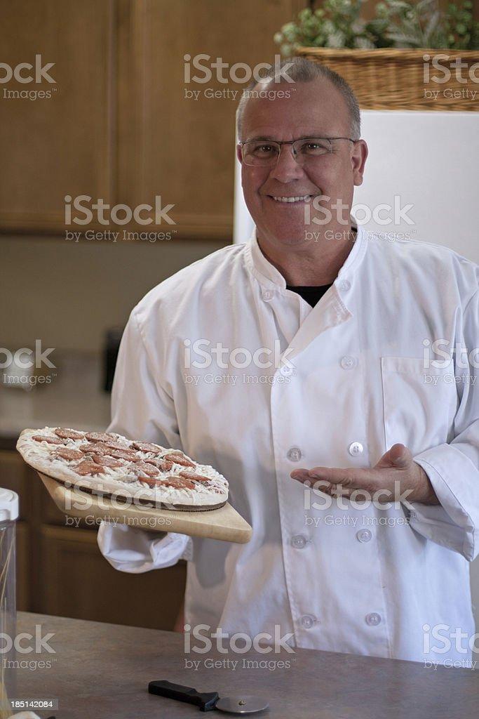 chef presentar pizza, helado - foto de stock