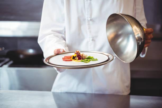 Élever une cloche d'un plat de chef - Photo