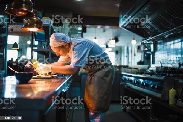 Chef serving food picture id1158191245?b=1&k=6&m=1158191245&s=612x612&h=9ysp6dywzl91ss tug09fjro 0xeptsu4 i07nt9fuw=