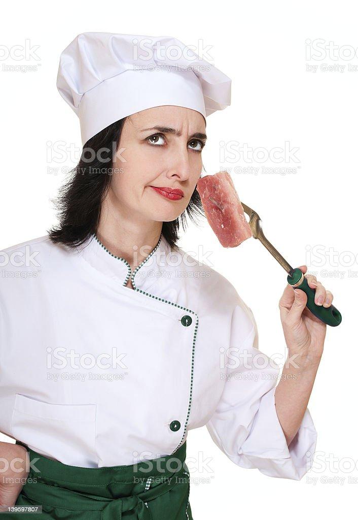 Chef Frau riechen veraltet Fleisch bestiegen. – Foto