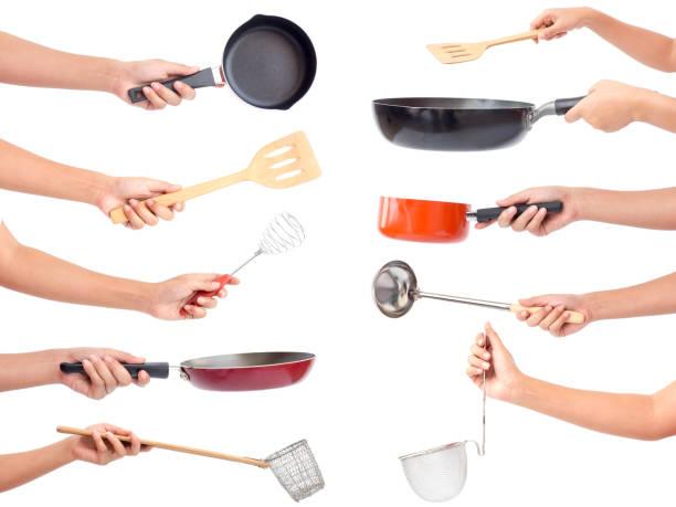 chef's handen met keukengerei / veel apparatuur voor voedsel geïsoleerd op witte achtergrond - pan keukengereedschap stockfoto's en -beelden