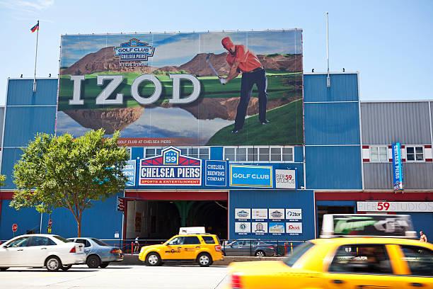 chelsea piers, new york city - sponsorenwand stock-fotos und bilder