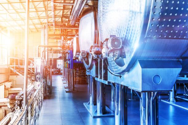 equipo industrial de fabricación de productos químicos - química fotografías e imágenes de stock