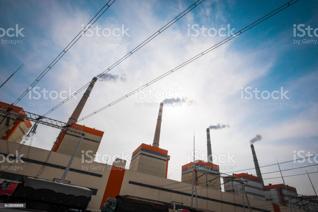 Cheminée de l'usine de produits chimiques - Photo