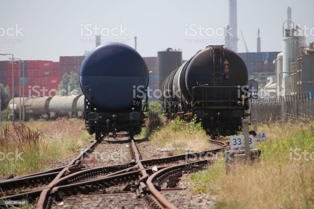 Chemische tankwagons te wachten op de haven van de maasvlakte in Rotterdam foto