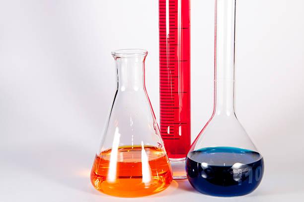 chemielabor set - messzylinder stock-fotos und bilder