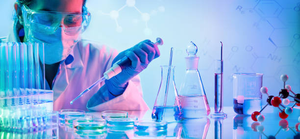chemistry laboratory - woman with pipettes and test tubes - laboratorio di scienze foto e immagini stock