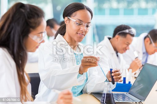 istock Chemists work on project in lab 610976810