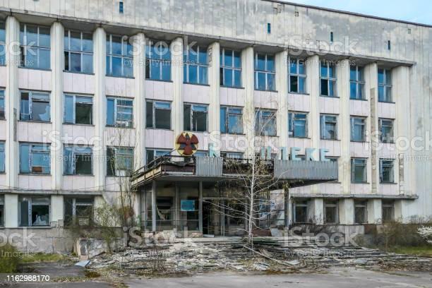 Chernobyl decaying buildings in pripyat picture id1162988170?b=1&k=6&m=1162988170&s=612x612&h=rvttlb9m9gogtloo8kpuhpauwk7tq2p5sjkdybqnmzy=