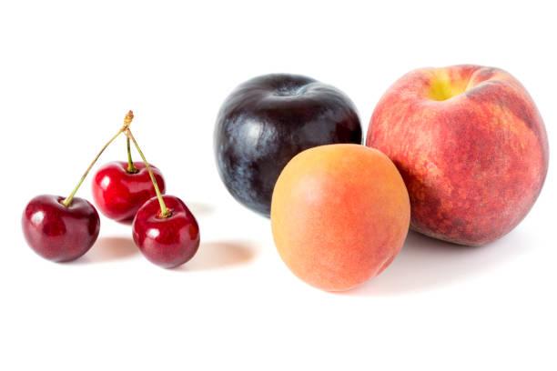 kirschen, pflaume und pfirsiche - essensrezepte stock-fotos und bilder