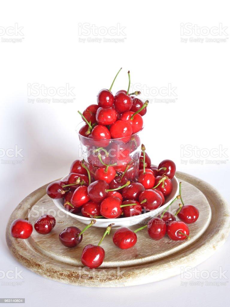 redo att äta körsbär - Royaltyfri Biologi Bildbanksbilder