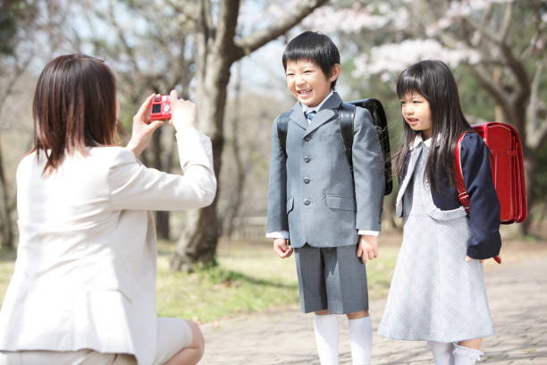 Cherry Blossom mother to shoot the children under the tree stock photo