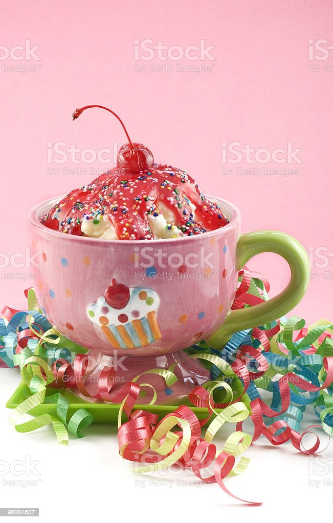 Cherry Ice Cream Sundae with Ribbons royalty free stockfoto