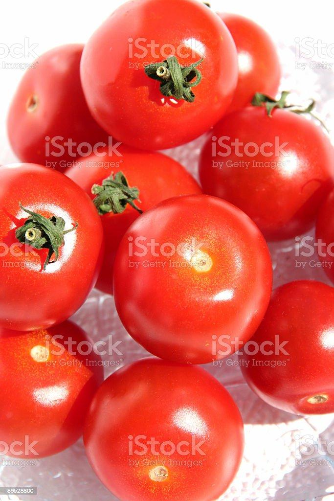 Tomates cherry en un tazón foto de stock libre de derechos