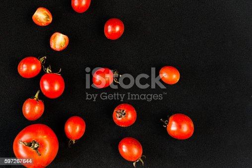 Cherrytomaten Auf Einem Schwarzen Hintergrund Stock-Fotografie und mehr Bilder von Abnehmen