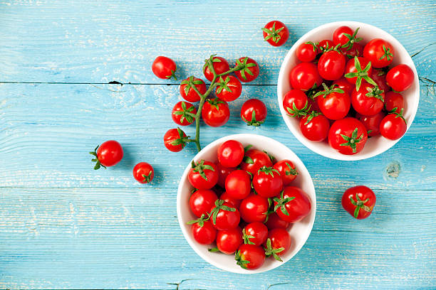 cherry tomatoes - körsbärstomat bildbanksfoton och bilder