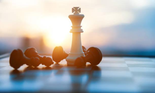 Schachbrett und Stücke in einem Schachspiel – Foto