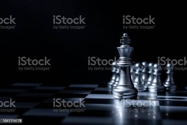 Chess Board Game For Business Concept In Light And Shadow - Fotografias de stock e mais imagens de Adulto