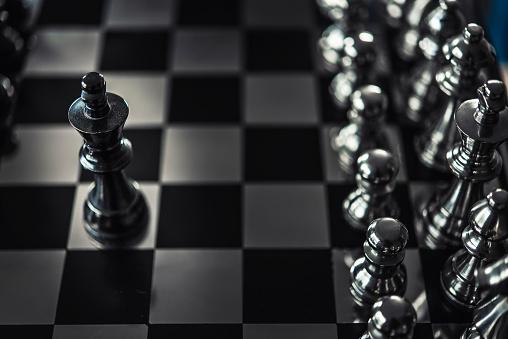 Schach Brettspiel Für Ideen Und Wettbewerb Und Strategie Businesserfolgkonzept Stockfoto und mehr Bilder von Bauholz-Brett