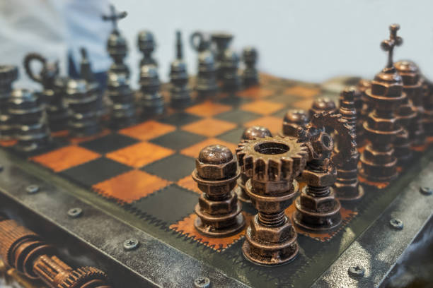 piezas de ajedrez en tablero de ajedrez. juego de estrategia. tonos de imagen con espacio para texto y el enfoque selectivo en la torre. resumen de antecedentes. - set deportivo fotografías e imágenes de stock