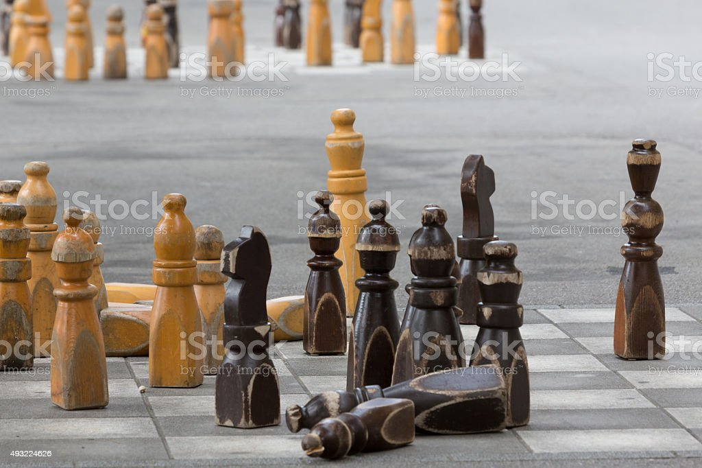 Die Schachfiguren außerhalb der Schweizer Parlament in Bern – Foto