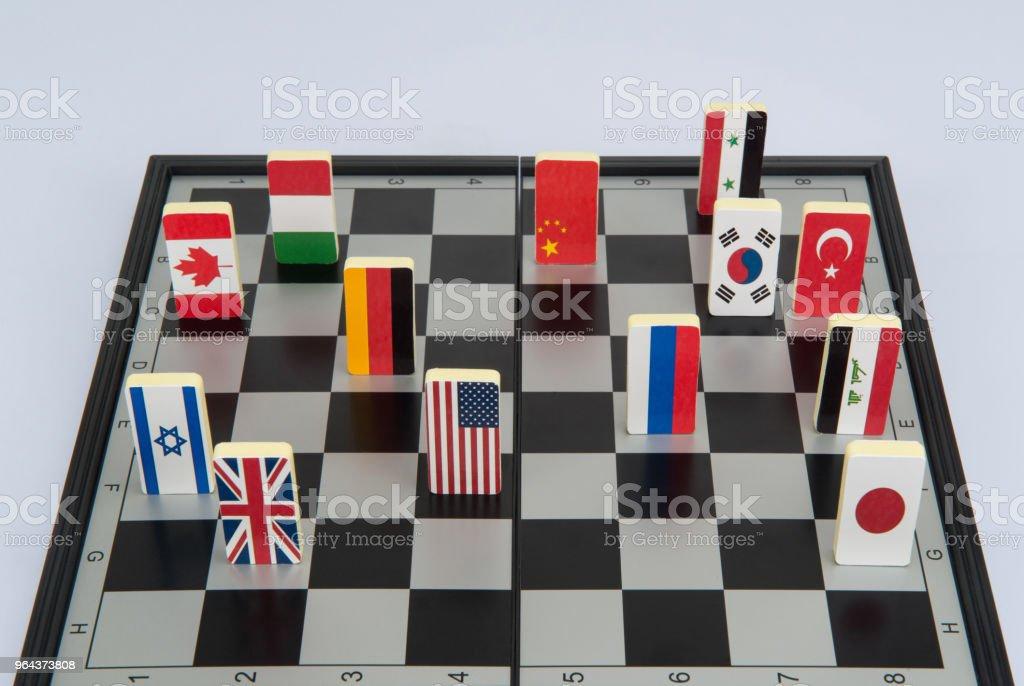 tabuleiro de xadrez com bandeiras de países - Foto de stock de Acordo royalty-free