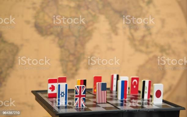 Foto de Tabuleiro De Xadrez Com Bandeiras De Países e mais fotos de stock de Acordo
