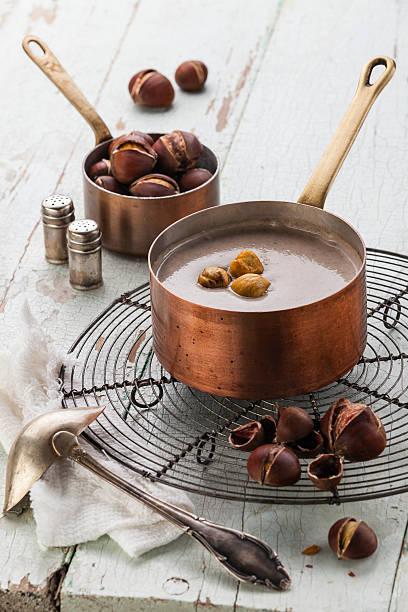 chestnut-suppe - heisse maroni stock-fotos und bilder