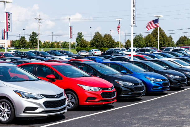 Chevrolet Automobile Dealership with American flag. Chevy is a Division of General Motors Noblesville - Circa August 2018: Chevrolet Automobile Dealership with American flag. Chevy is a Division of General Motors car salesperson stock pictures, royalty-free photos & images