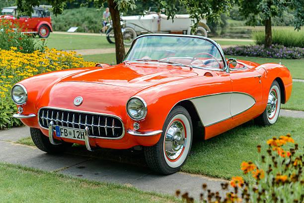 chevrolet corvette c1 classic sports car - oldtimer veranstaltungen stock-fotos und bilder