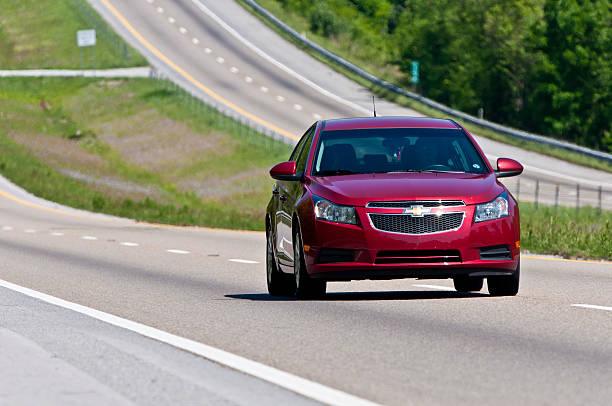 Chevrolet Malibu Änderungen Bahnen an der Interstate Highway – Foto