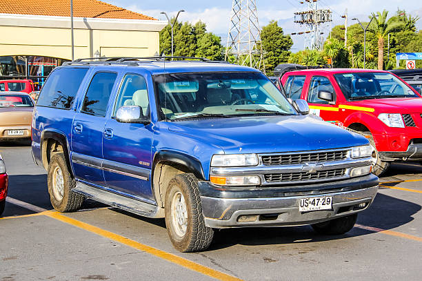 chevrolet tahoe - chevy van stock-fotos und bilder