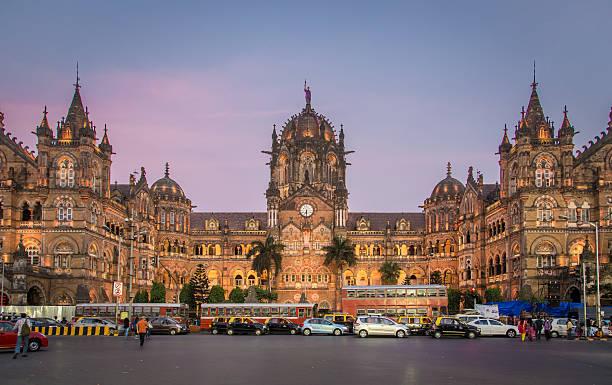 chhatrapati shivaji terminus - schönste reiseziele der welt stock-fotos und bilder