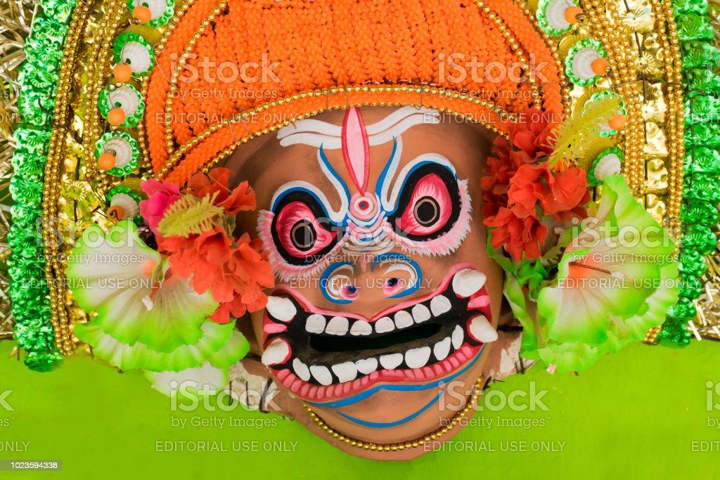 Chhau oder Chhou Masken auf dem Display zu verkaufen – Foto