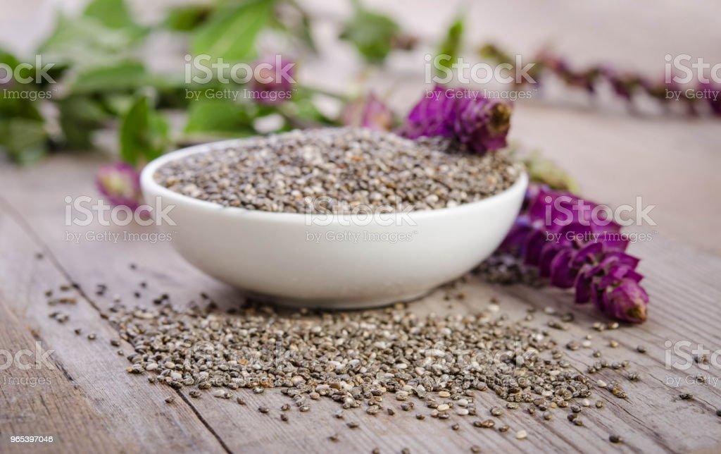Clerbois graines Super saine avec fleur sur la table en bois - Photo de Aliment libre de droits