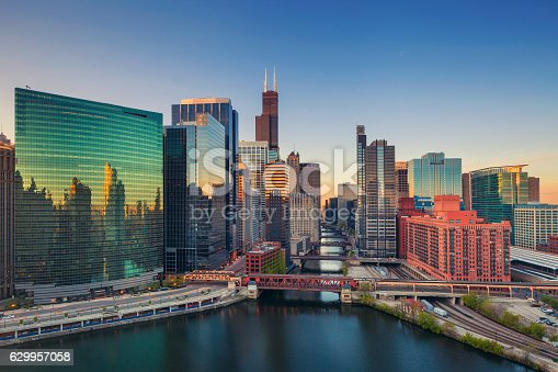 istock Chicago at dawn. 629957058