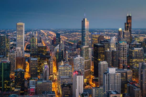 chicago cityscape at night aéreas view - edificio hancock chicago fotografías e imágenes de stock