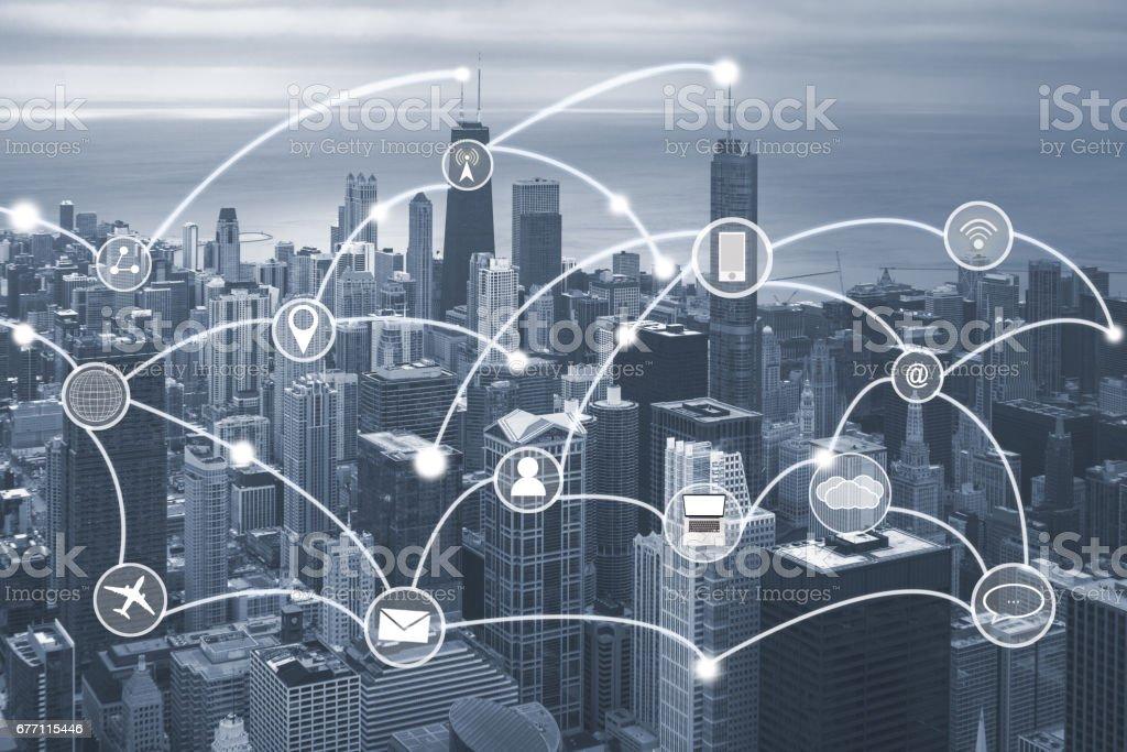 Paisagem urbana de Chicago com o conceito de conexão de rede e o ícone de techology - foto de acervo