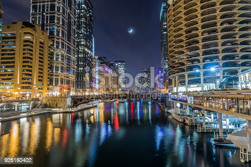 483312814 istock photo Chicago downtown by the river at night 925160402