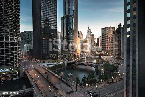 istock Chicago downtown dawn 483312814