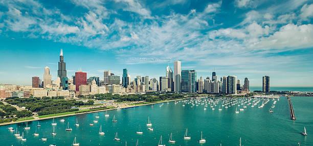 chicago downtown skyline aerial view - lake michigan strände stock-fotos und bilder