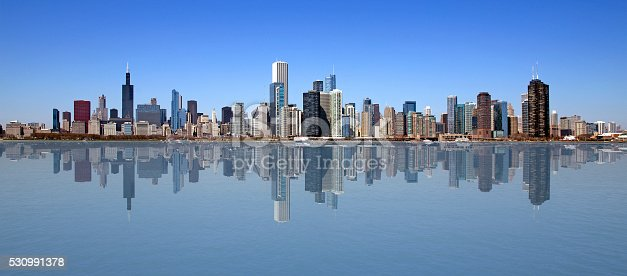 istock Chicago on a perfect day 530991378