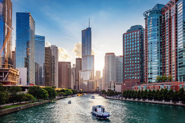 chicago river cityscape at sunset - financial district stock pictures, royalty-free photos & images