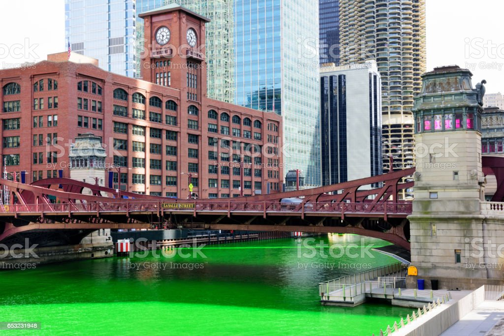 Chicago River, dyed Green for St. Patricks Day – Foto