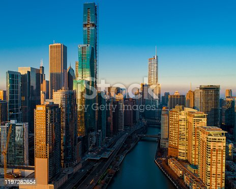 483312814 istock photo Chicago River Skyline Sunrise 9 1197282654