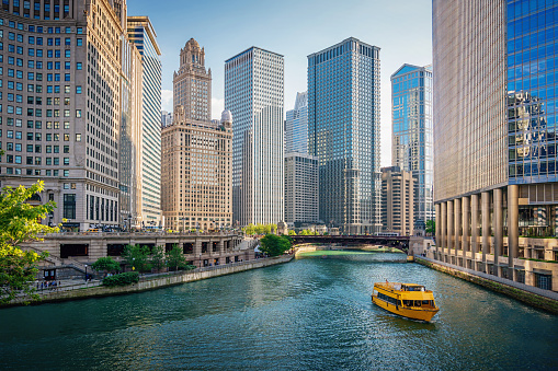 Chicago River Tourboat Downtown Chicago Skyscrapers Stock Photo - Download Image Now