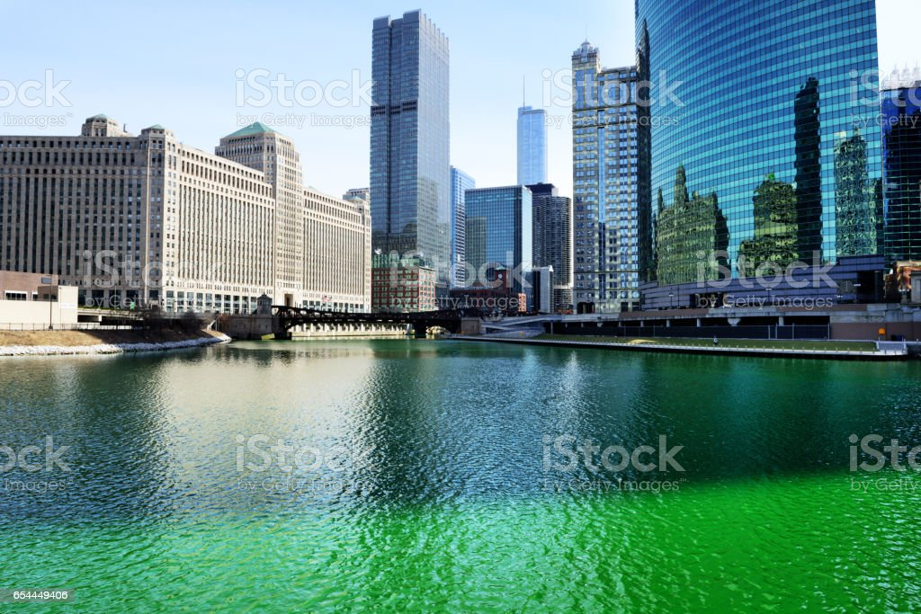 Chicago River, Wolf Point, Green for St. Patricks Day – Foto