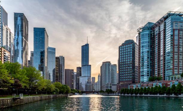 riverwalk de chicago - chicago illinois fotografías e imágenes de stock